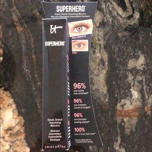 It superhero volumizing mascara NEW!